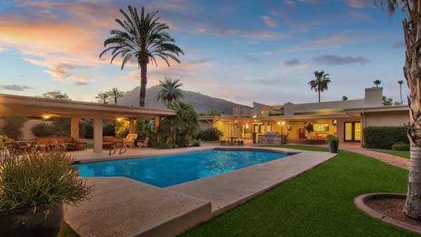 6325 E Alta Hacienda Dr Scottsdale 85251. Presented By The Marta Walsh Group Russ Lyon Sotheby's International Realty.